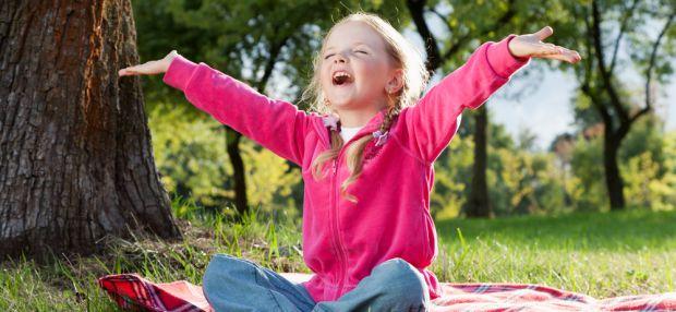 Изображение Польза йоги для малышей на Schoolofcare.ru!