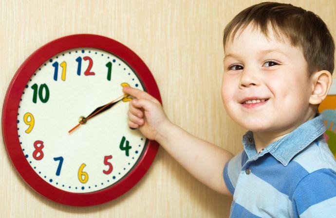 Часто дети медлительны просто потому, что не понимают течение и ценность времени.