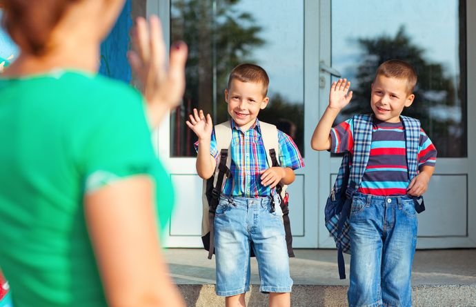 Старайтесь поддерживать контакт с классным руководителем, чтобы всегда быть в курсе дел ребенка в школе.