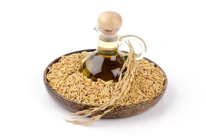 Основной источник витамина E в рационе — натуральные масла.