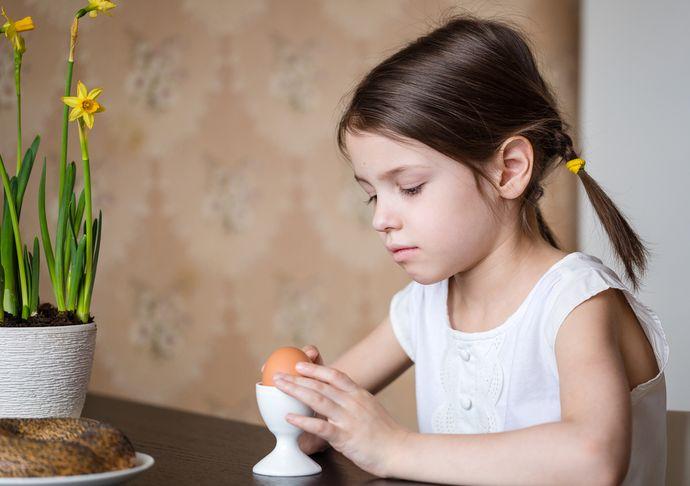 Внезапный отказ от еды может свидетельствовать о нервном расстройстве у ребенка.