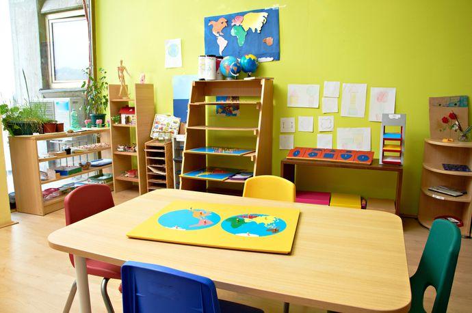 Секрет популярности детских садов Монтессори раскрыт в книге «Помоги мне сделать это самому».