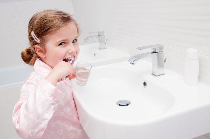 Чаще всего проблемы с зубами вызваны не наследственными проблемами, а факторами извне.