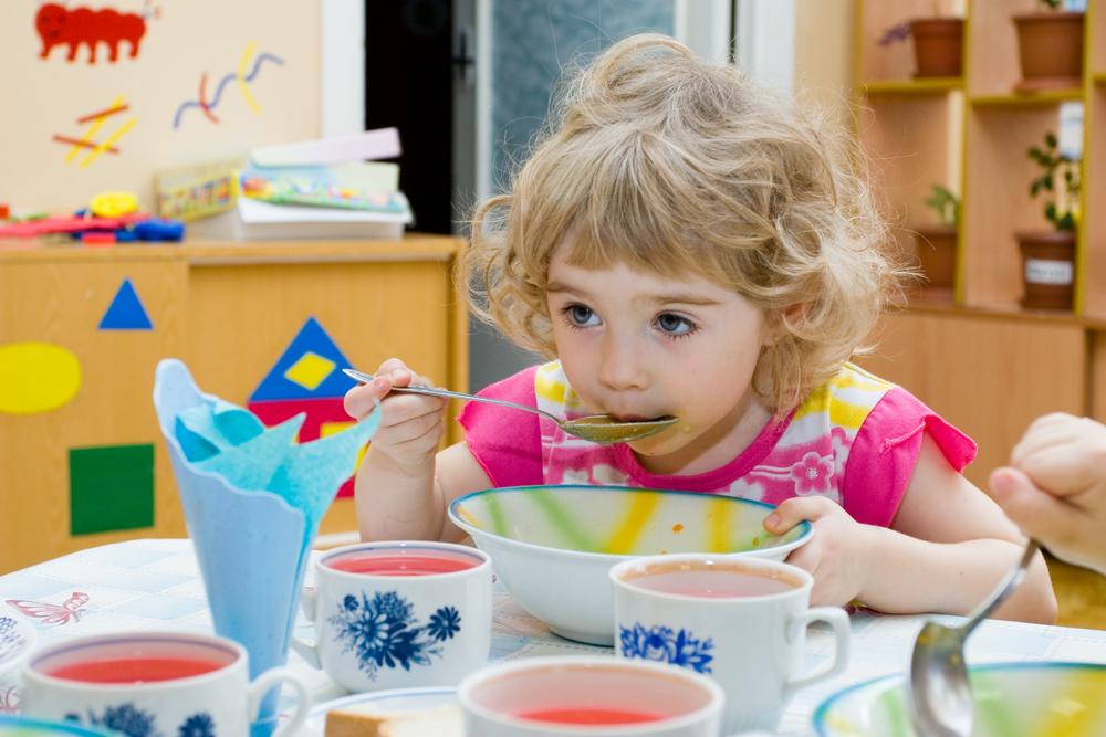 Меню детского сада должно быть обогащено витаминами A и C.