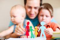 Ревность может появляться из-за того, что ребенок не уверен в родительской любви